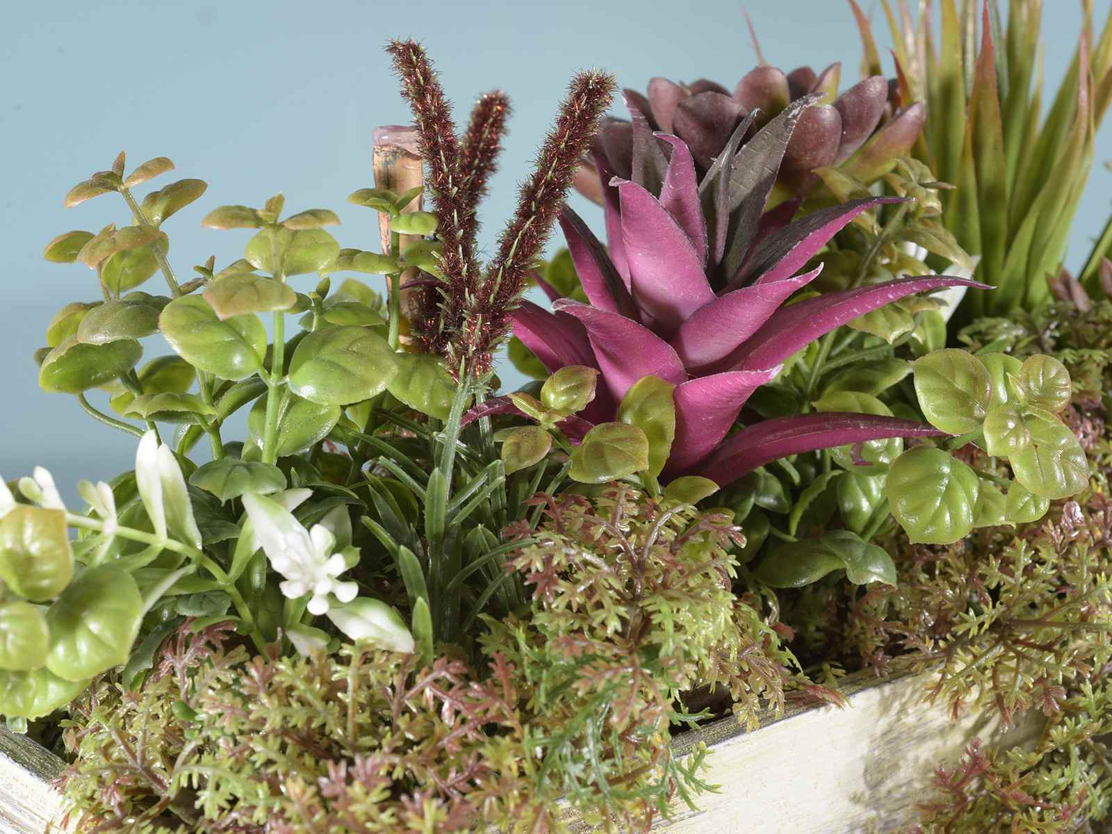Composizione di piante grasse artificiali in vaso in legno for Composizione di piante grasse in grande vaso