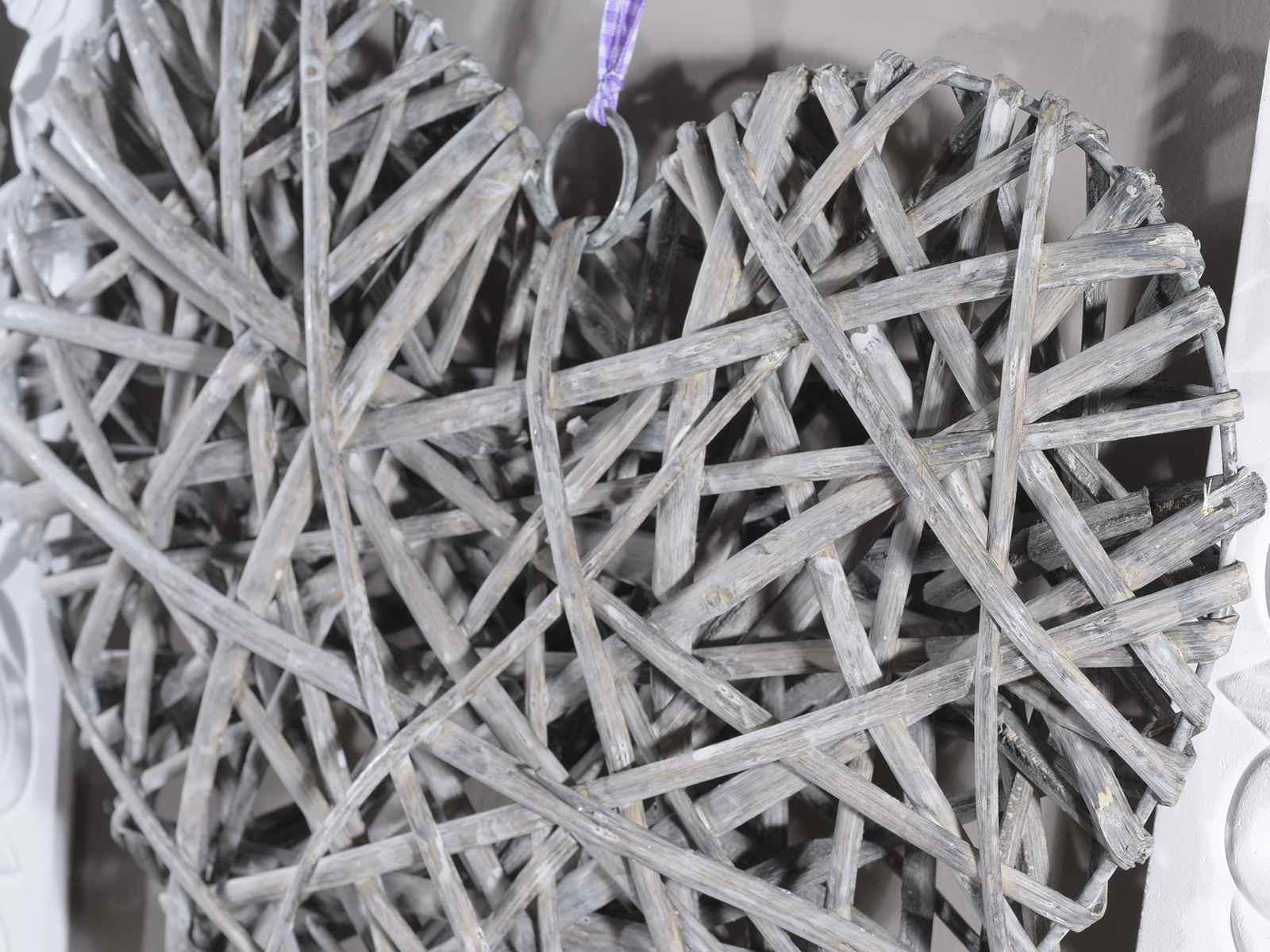 Cuore grigio legno naturale c nastrino viola da appendere for Nomi in legno da appendere