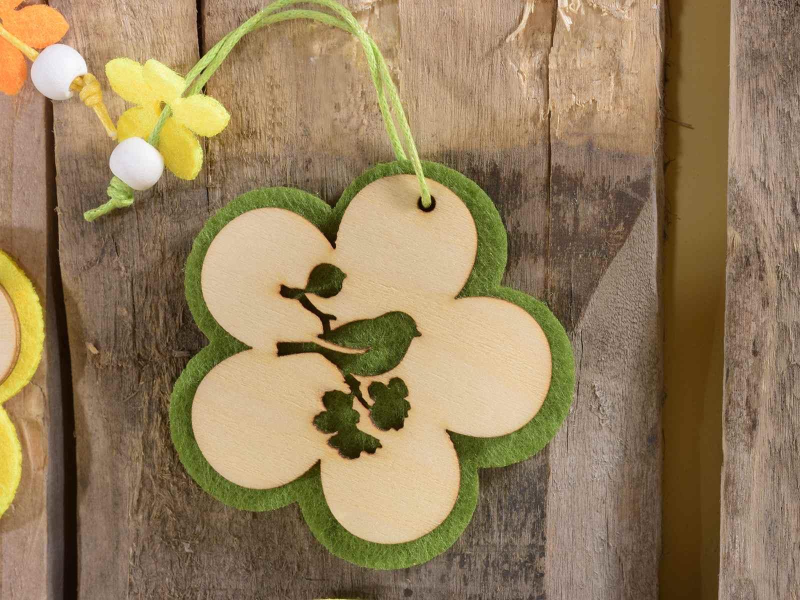 Espositore 144 decorazioni in legno e panno da appendere for Decorazioni da appendere