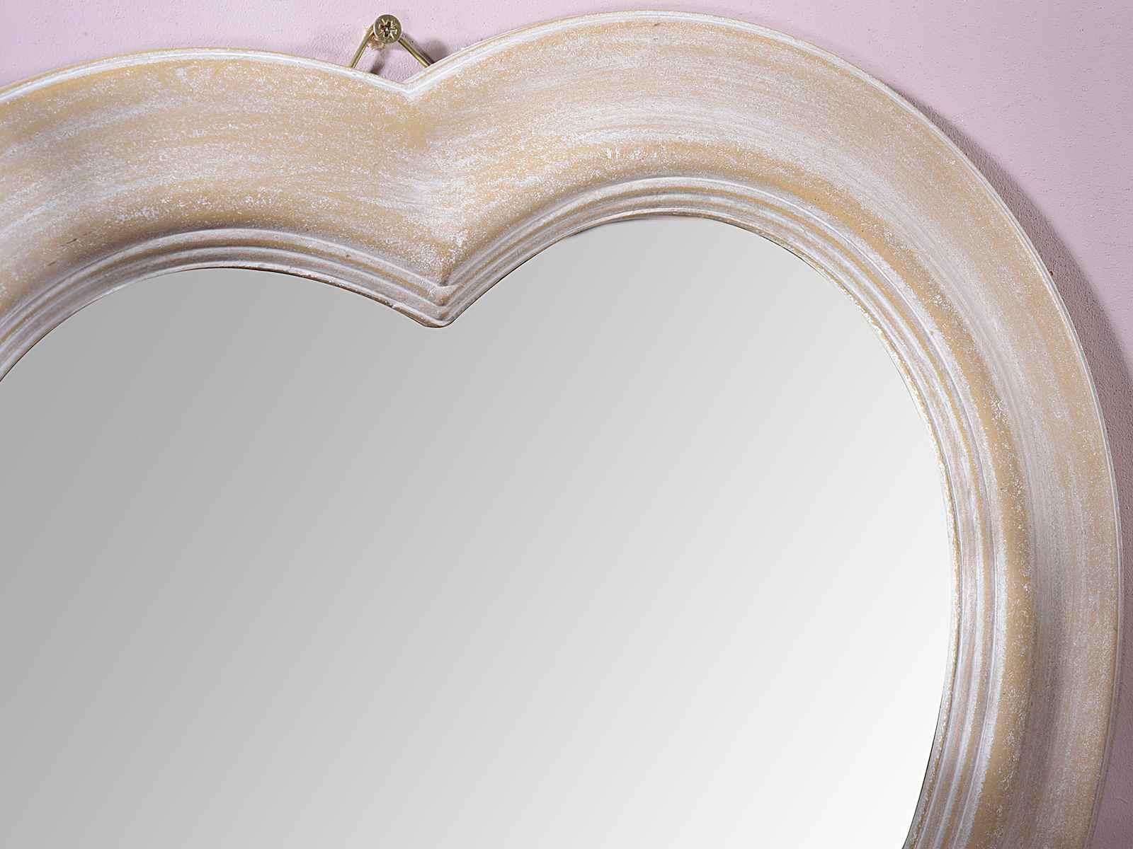 Miroir en forme de coeur avec cadre en bois accrocher for Forme miroir