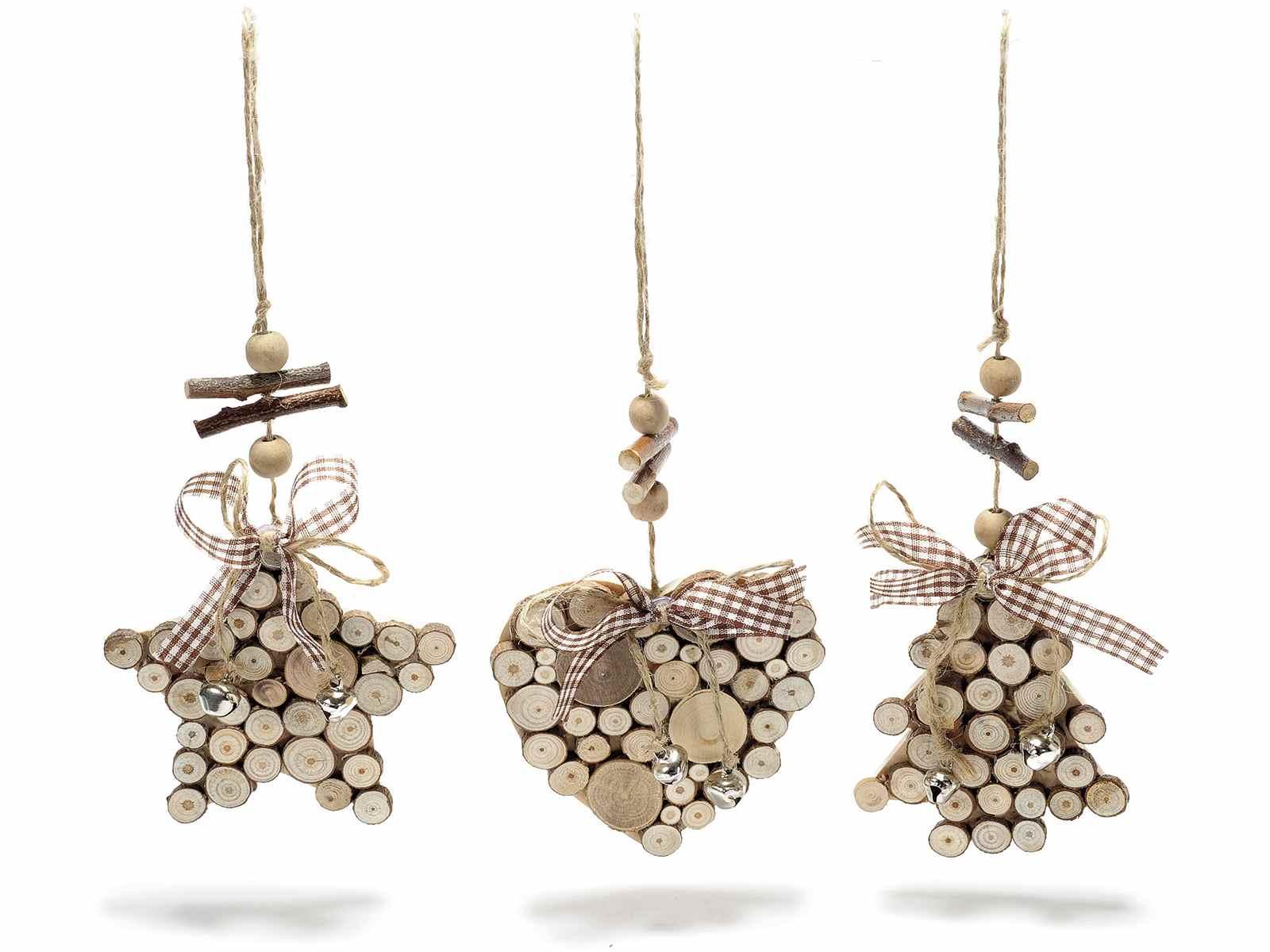 adornos con madera y cintas para colgar