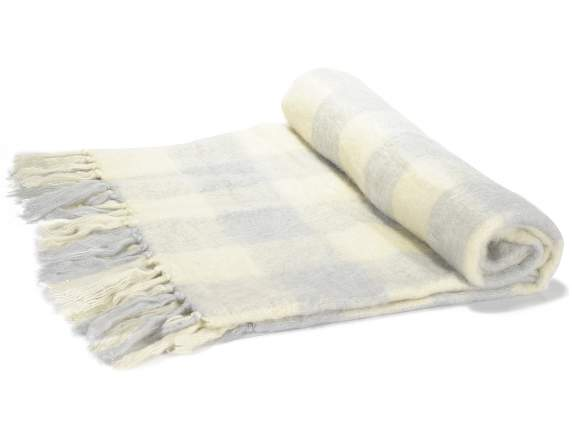 Blanket w-checkered pattern and fringes