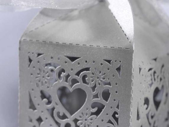 Cardboard carving heart white box for sugared almond.
