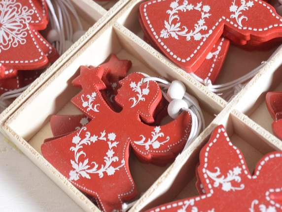 Box of 64 wooden hanging decorations