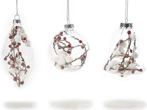 Hanging Christmas decorations in glass w-berries