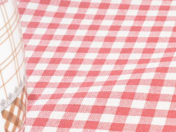 Red chequered linen roll