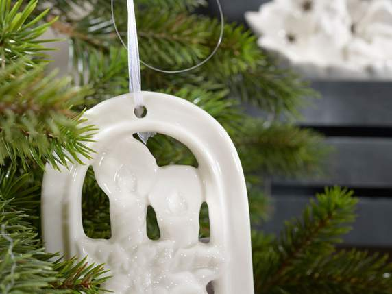 Hanging decorations in white pottery