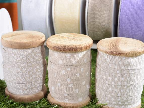 Ribbons in printed fabric w-wooden reel