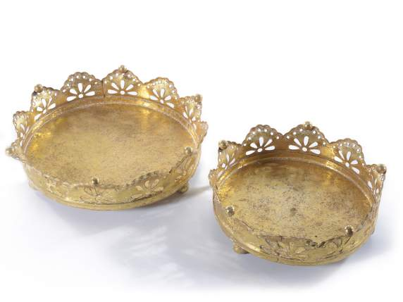 Set 2 rounds trays in metal with lace effect on edge