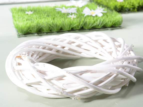 Small white round wicker garland.
