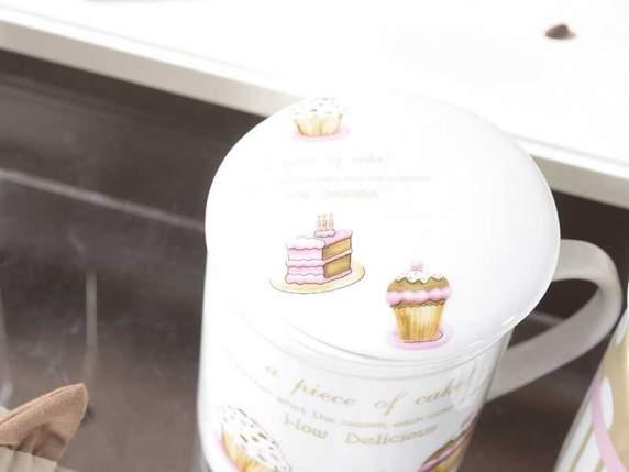 Tasse teekanne wih kuchen dekoration in geschenkbo for Dekoration kuchen