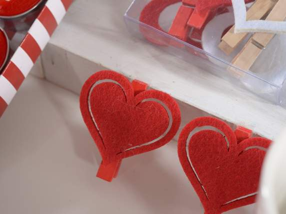 Confection 4 wooden tongs w-cloth hearts