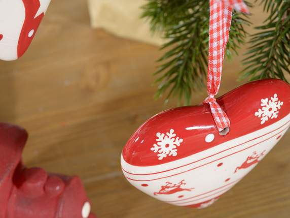 Ceramic star and heart for decorations with ribbon