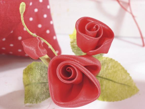 Bunch of cloth rose blooms red color