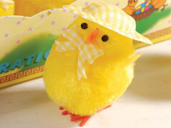 Display with 15 decorative chicks with hat